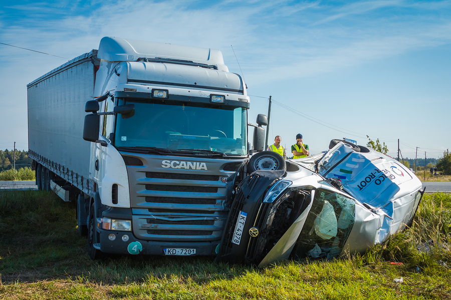 choose-a-reputable-attorney-to-obtain-compensation-after-a-trucking-accident%e2%80%a8%e2%80%a8