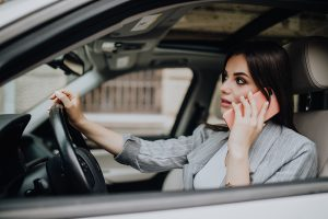 2-types-of-distracted-driving-that-are-big-no-nos