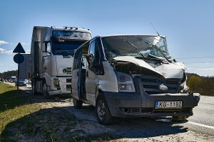 should-you-get-a-lawyer-after-a-crash-with-a-negligent-truck-driver